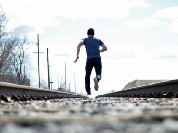 Chiêm bao thấy mình bỏ chạy có tốt không?