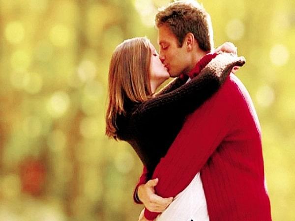 Nằm mơ thấy hôn nhau mang đến điềm báo gì, có ý nghĩa nào?