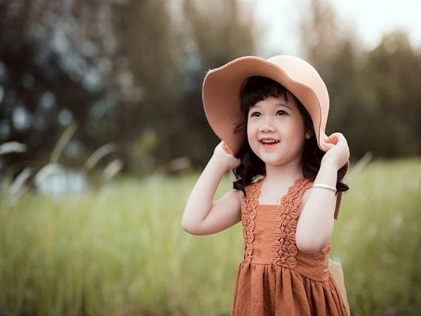 Chiêm bao mơ thấy bé gái là điềm tốt hay xấu ? đánh con gì?