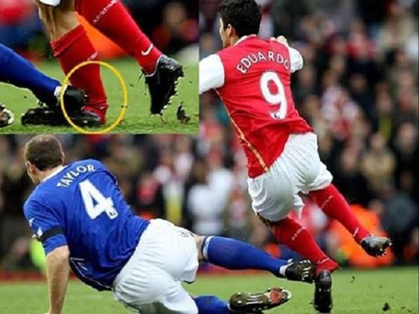 Chấn thương của Eduardo Da Silva đã cướp đi giấc mơ sân cỏ của anh.